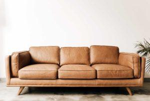 La parete dietro il tuo divano è vuota e non sai come riempirla? Dai un'occhiata a questi spunti!