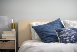 Se stai scegliendo i comodini per la tua camera da letto, non dare nulla per scontato: ci sono diverse possibilità tra cui decidere!