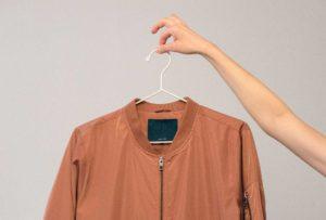 Non sai dove mettere giacche e cappotti degli ospiti? Prendi spunto da queste bellissime varianti di appendiabiti!