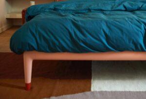 Hai mai pensato di completare la tua camera posizionando qualcosa ai piedi del letto? Ecco qualche idea che può esserti utile!