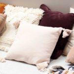 Il divano è protagonista del salotto, soprattutto nelle stagioni fredde. Dai un'occhiata a questi esempi per valorizzarlo con i cuscini!