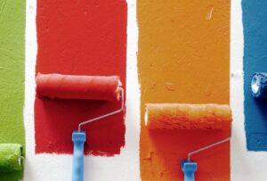 Stai pensando di dare un tocco di colore alle pareti, ma vuoi farlo in modo originale? Queste soluzioni ti ispireranno un sacco!