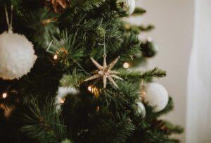 Non vedi l'ora delle feste e vuoi giocare d'anticipo? Ecco una selezione di alberi di Natale low-cost che piaceranno anche a te!