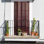 Ogni balcone ha bisogno di un po' di verde: ecco in quanti modi puoi inserire le piante nel tuo outdoor!