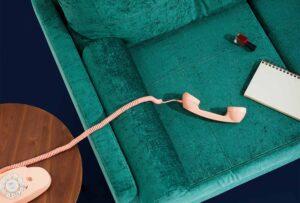 Se stai scegliendo il tessuto di rivestimento del tuo divano, prendi in considerazione le caratteristiche che può (o meno) avere!