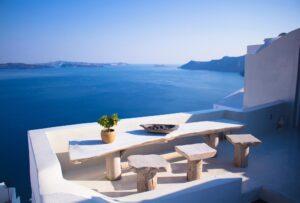 Voglia di vacanza? Ecco le caratteristiche che dovrebbe avere il tuo terrazzo per farti sentire già là (almeno un po')!