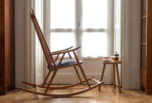 """La sedia a dondolo non è solo per la """"casa della nonna"""": esistono diverse tipologie dal design perfetto anche per casa tua!"""