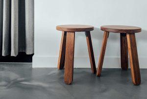 Non hai mai pensato allo sgabello come alternativa alla sedia? Ecco in quanti modi (anche insoliti) puoi utilizzarlo!