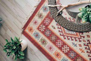 Un tappeto può decorare ogni stanza della tua casa. Ma ci sono (almeno) 5 errori da evitare quando ne scegli uno!