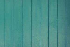"""Vuoi rendere particolare una parete della casa? Guarda in quanti modi puoi decorarla realizzando una """"boiserie"""" fai-da-te!"""
